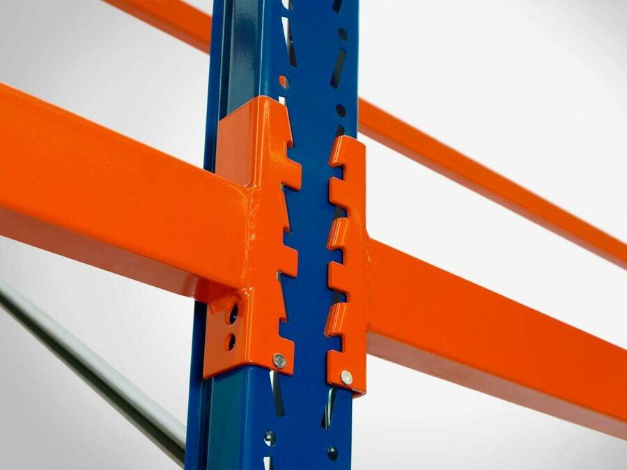 Das mehrfach gewinkelte Profilsystem bietet höchste Stabilität und ein flexibles 70 mm-Steckraster